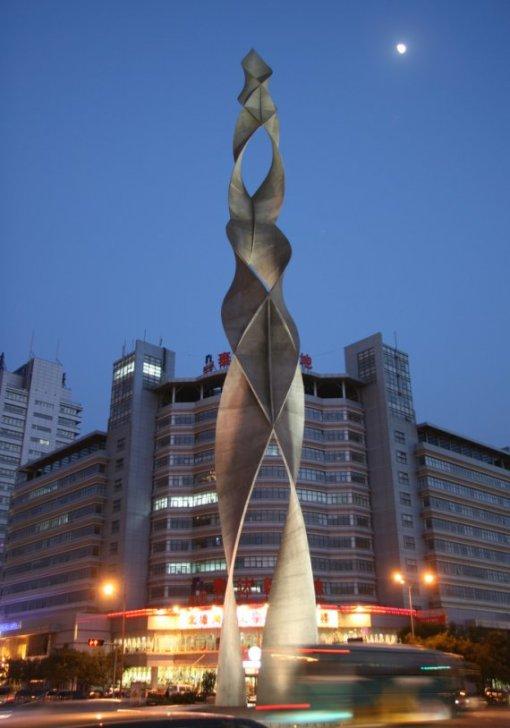 sculpture_in_tianjin.jpg