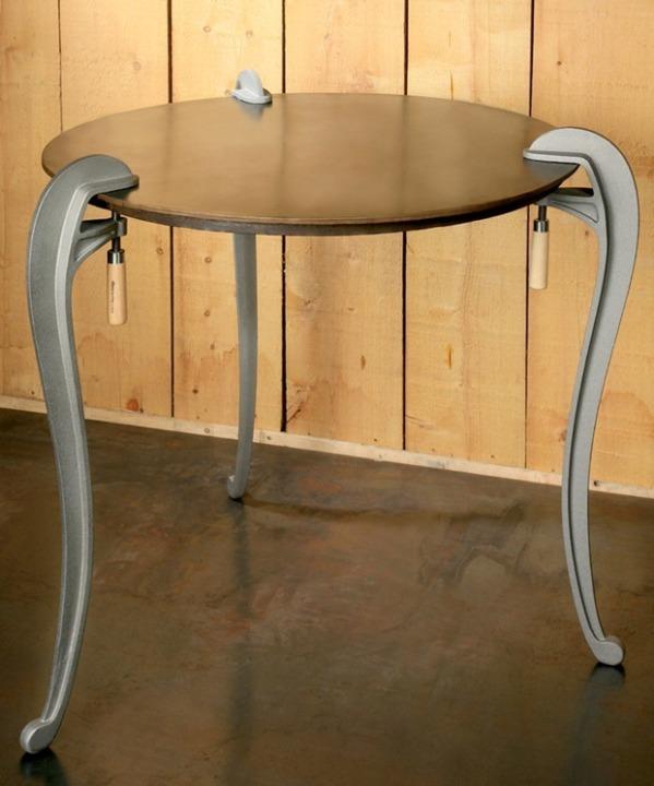 Naja Table by Stéphane Choquet