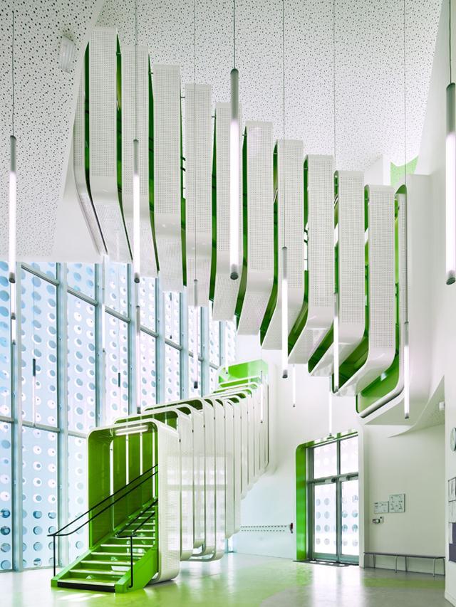 L-ecole-Polyvalente-Claude-Bernard-Brenac-Gonzalez-colorful-interiors-1